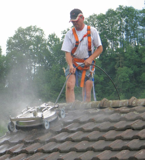 Mosmatic Roof Cleaner in action