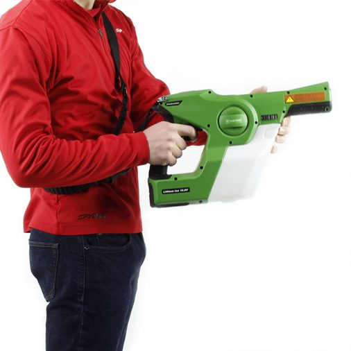 Man holding the Vistory VP200ESK